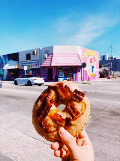 My donut in Miami #chiccaontour Bacon! Saltydonut Miami Donuts Real People Holding Food And Drink Human Hand My Best Travel Photo Sweet Food Food Sky Lifestyles Sweet First Eyeem Photo