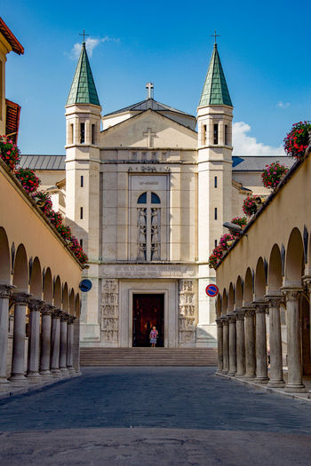 Cattedrale si Cascia Umbria, Italy Cascia Umbria Italia EyeEm Selects Politics And Government City History Place Of Worship Architectural Column Façade Statue Architecture Sky Building Exterior Arch Palace The Traveler - 2018 EyeEm Awards