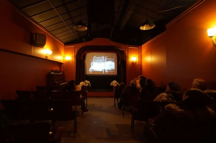 Indoors  Technology Arts Culture And Entertainment People Adults Only Large Group Of People Audience Film Industry Moviehouse