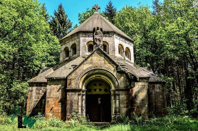 Architecture Built Structure Religion Outdoors History Darkness House Photography Silence Photographer Aloneinthewoods Cubefotografie Nature_collection Beauty In Nature Nature Landscape #Nature #photography Landscape_photography Mausoleum Dead Friedhof Cemetery Coffin Angel LastSpirituality