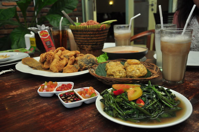 tahu asin gurame kangkung +timbel Bandung INDONESIA Bowl Drink Drinking Glass Food Food And Drink Freshness Fried Glass Healthy Eating Household Equipment Meal Meat No People Plate Ready-to-eat Refreshment Serving Size Snack Still Life Sundanesefood Table Vegetable Wellbeing