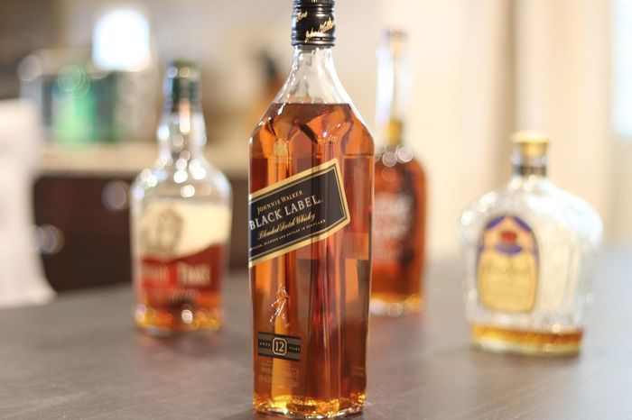 Johnny Walker Whiskey Blur Pour Bottles Of Whiskey Johnny Walker Whiskey Johnny Walker Black Johnny Walker Whiskey Bottle Indoors  Communication Text Close-up No People Day