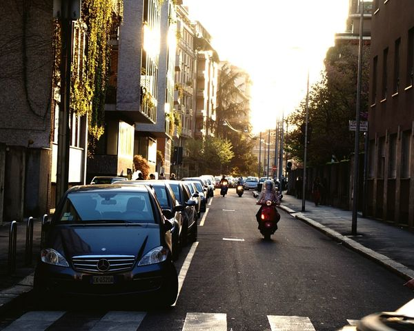 Italia Milano Sunset Scooter