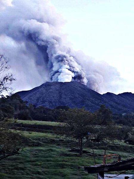 Volcan Turrialba Volcan Malcriado 🎈👻