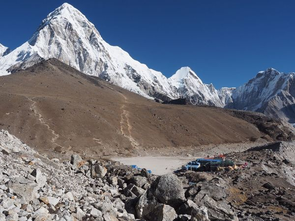 Pumori KalaPatthar Waytomounteverest Nepal Travel Nepal Gorak Shep EyeEm Selects Mountain Nature Snow Mountain Range Landscape Scenics Snowcapped Mountain Beauty In Nature Outdoors Day Tranquility Physical Geography No People Clear Sky Cold Temperature Blue Sky #FREIHEITBERLIN