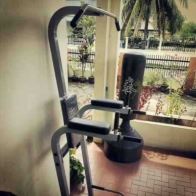 Lets go outdoors MondayMayhem AsweatAday Calistenics Abs Dips legraises Fitness Wellness fitfam simplicity
