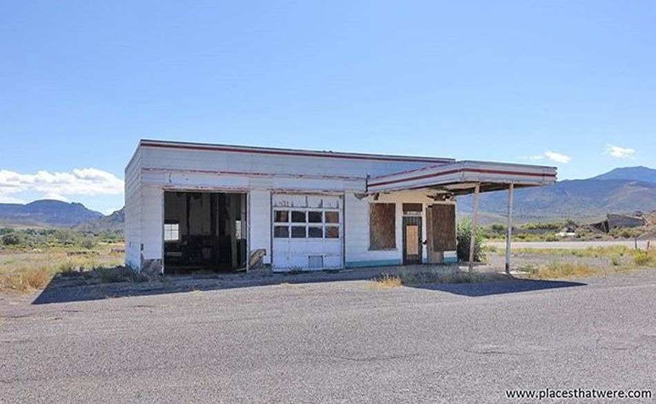 Abandoned gas station in Junction, Utah Full article here: http://www.placesthatwere.com/2016/05/abandoned-places-in-antimony-and.html Abandoned Abandonedplaces Ghosttowns Utah AbandonedplacesinUtah Abandonedutah Antimony Antimonyutah Junction Juctionutah Utahghosttowns