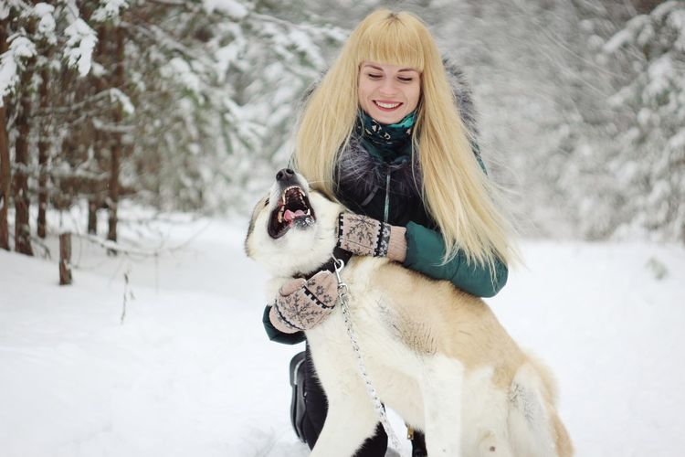 Харли 🐕 Photography Portrait Photo By Grek Cool Girl Dog Smile Butiful Warm Clothing Snowflake Young Women Snow Cold Temperature Smiling Winter Beauty Friendship Happiness Fur Hat Salzburger Land Frost Snowdrift Deep Snow Blizzard Fur Coat Modern Workplace Culture Moving Around Rome EyeEmNewHere