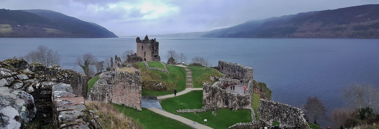 HIGHLANDS. Castell d'Urquhart i Loch Ness Water Lake Mountain High Angle View Outdoors No People Nature Day Travel Destinations Landscape Scenics Tree Beauty In Nature Sky Scotland Winter Is Coming Historical Site UrquhartCastle Loch Ness Urquhart Castle Loch Ness ❤️ Loch Ness Scotland Uk Historical Monuments