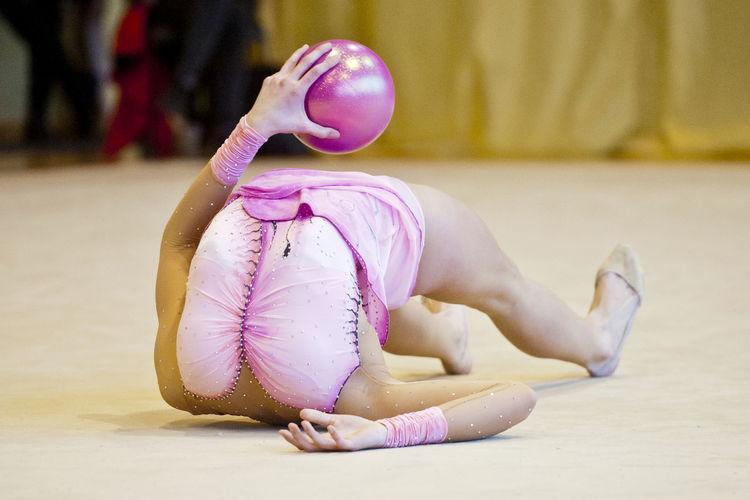 Artistic gymnastiq without head Artistic Fun Funny Activity Artisticgymnastiq Ball Ballet Flex Flexibility Girls Gymnastics Idea Lifestyles Pink Color Sitting Sport Sports Sports Clothing Sports Photography Without Head Women