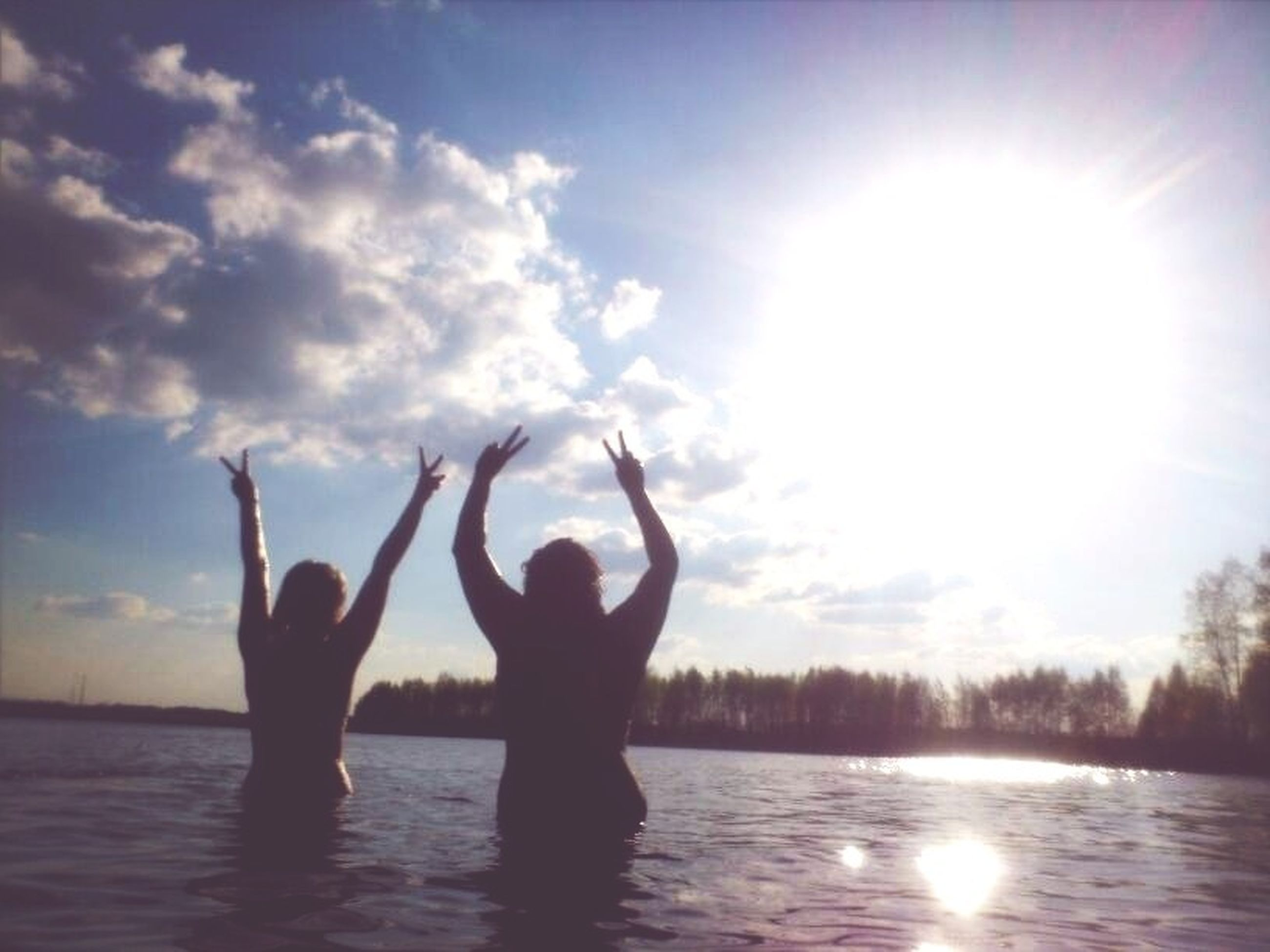 sun, water, leisure activity, sky, sunbeam, sunlight, lifestyles, reflection, silhouette, tranquility, lens flare, waterfront, tranquil scene, beauty in nature, nature, scenics, sea, lake