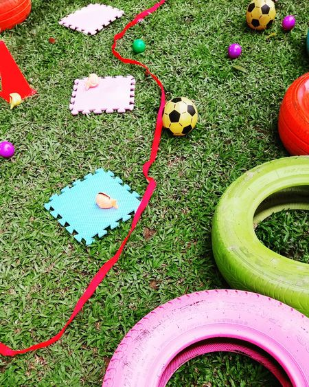 High Angle View Grass Multi Colored Variation Canvas Shoe Creativity Green Color Man Made Object Outdoors Blue Red Teambuilding Landmines Games TeamBuildingExercise Team-building Teambuilding Tires Obstacles Course