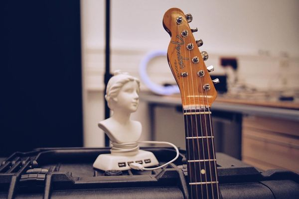 EyeEm Selects Music Indoors  Arts Culture And Entertainment Guitar Musical Instrument Focus On Foreground Musical Instrument String No People Electric Guitar