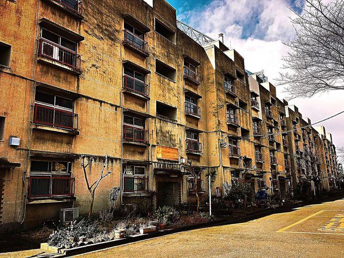 古い団地萌え Hausingcomplex Hausing Tokyo Tokyo Street Photography Oldapartment Building Flat Apartment Building Apartment Complex Sunny Day Whiteclouds Nakano