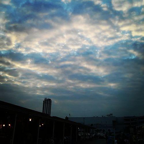 """กำลังไล่ตาม """"ความฝัน"""" อยู่ หรือเปล่า? Clouds And Sky Feel Lonely In My Life"""