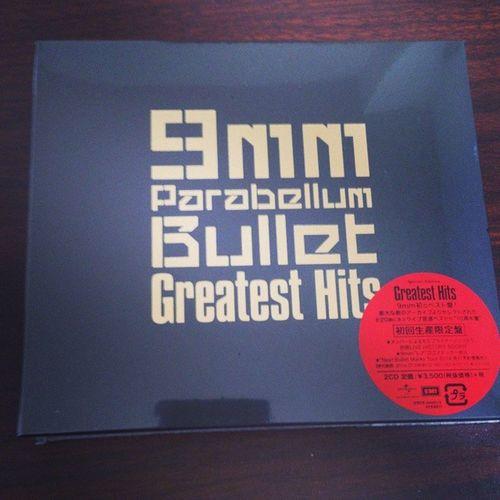 遅ればせながら9mmのベスト盤買ったった。ライブ音源20曲は豪華すぎっしょ! 9mm 9mm_parabellum_bullet
