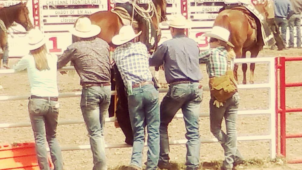 Cheyenne  Wyoming Rodeo Cowboys Momenttele 'Merica!