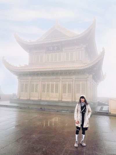 Mount Emei is one of the Four Sacred Buddhist Mountains of China Beautiful Golden Temple Architecture Sky Cloud - Sky Nature