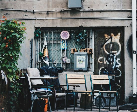 Another perspective of that beautiful backyard. 1/250 sec at f/1.8, ISO 100 - 50mm Built Structure Details Elementsofart Backyard Garden Meet Tenements Chamber Chambers Street Old-fashioned Old But Awesome Old Architecture Nook Beautiful Place Relaxing Hanging Out Check This Out Showcase July Vscocam VSCO Enjoying Life Photooftheday Absence Hidden Gems