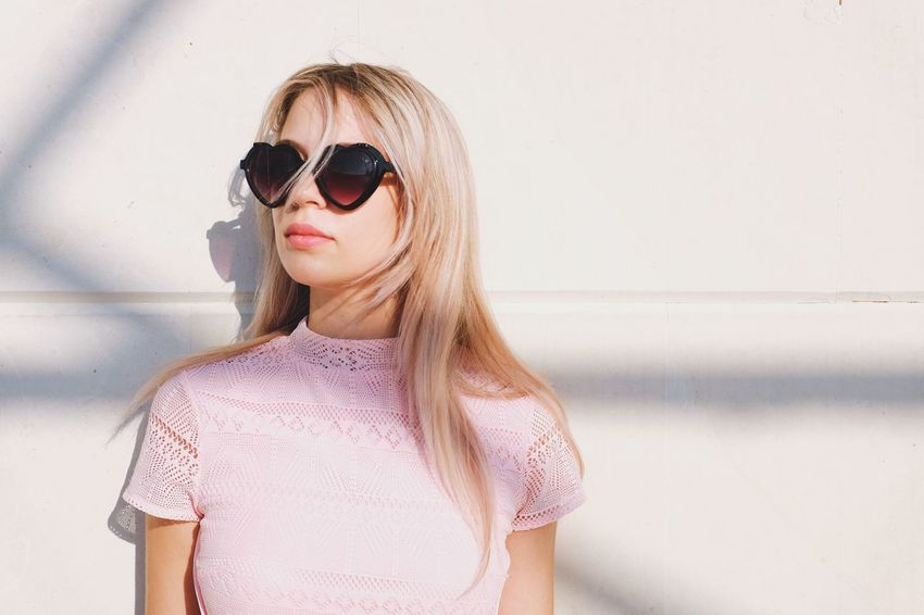 EyeEm Selects Sunglasses Front View Beautiful Woman Young Women Blond Hair The Week On EyeEm Light FujiX100T Light And Shadow Natural Light Portrait Portrait Of A Woman Portrait Photography Portrait Of A Friend Portraits Beauty Beautiful Real People Close-up
