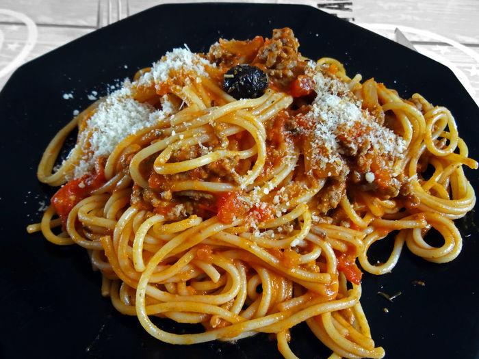 Pasta de la mama One Olive Pasta Parmesan Cheese Spaghetti Bolognese Olive Black Dish Food Italian Food Comfort Food Close-up Serving Dish Prepared Food Pasta