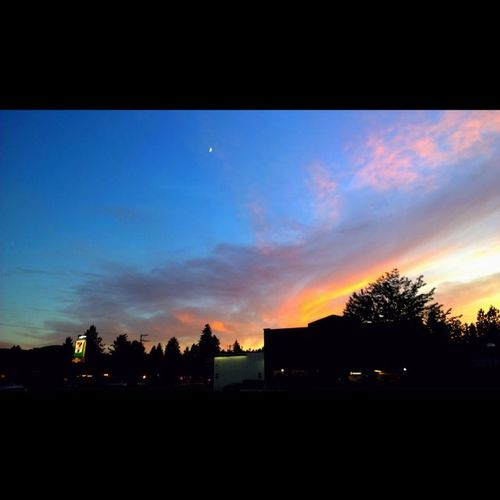 Great sunset to be doing laundry to! Nofilterneeded Nofilter Inbend Visitbend Bendlife Sunset Sunset_madness Sunsets New Beautiful Explororegon Oregonexplored Me WindowsPhonePhotography ShotOnMyLumia  Lumiaphotography Follow PNWonderland Love Centraloregon_igers Instagood Thepnwlife Pnwlife Lowlight Lowlight