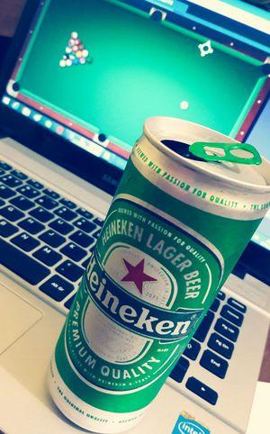Laptop Game Beer Heineken Day Computer V4 Vintagefilter Smartphonephotography Galaxys7 Brazil Popular Photo EyeEm Best Shots Green Color Popularpictures Urbam Popular Photos EyeEm Gallery Popular Travelphotography