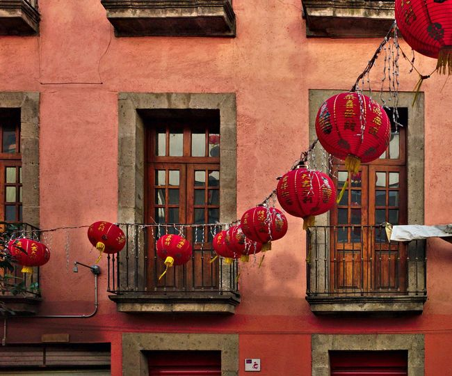 Barre de Chino de Ciudad de Mexico Architecture Barrio Chino Barrio Chino Ciudad De Mé Building Exterior Built Structure Celebration China Town Mexico City Chinese Lantern Chinese Lantern Festival Day Hanging Lantern No People Outdoors Red Relaxing Window