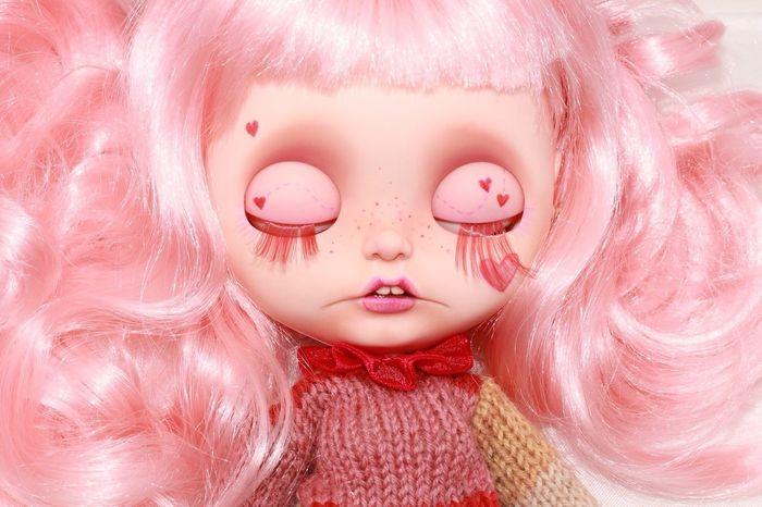 Blythe doll customized by Fancy Bambolette! Pink Color Eyes Closed  Pink Lipstick  Blythe Blythe Doll Blythedoll Customized Doll American Beauty Portrait PortraitPhotography Portrait Of A Girl Sleeping Beauty Pop Pop Colors Millennial Pink Makeup