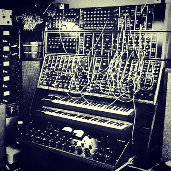 Yes ! This thing actually could create music :) Moog HappyBirthday Robertmoog Somanylevels
