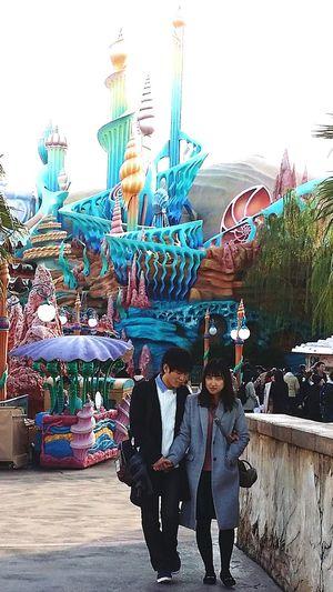 Dating Couple Tokyostreetphotography Streetphotography Japanstreetphotography Tokyo Japan Young Adults DisneySea Tokyodisneysea Theme Park Resort TokyoDec2016 JapanDec2016