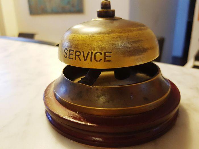 Bell Campana Service Frontdeck Recepción Receptionist Reception