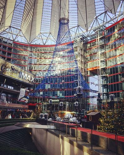 Tannenbaum mit LED Beleuchtung im Sony Center Berlin Treewithled Sonycenterberlin Sonyalpha5000 Happy NiceWeek