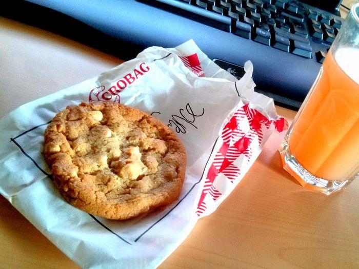 Heute ist Ich-belohne-mich-Montag und dazu gehört ein Keks Frühstück. Belohnt euch und habt eine tolle Woche. Gutenmorgen