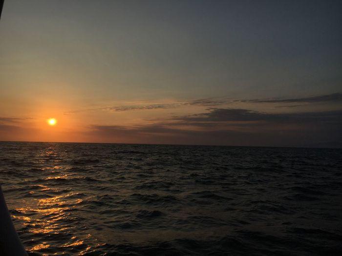 Te regalo mi luz, mi sol, ml playa.. Beach Playa Mar Sunset Sea Sun Beauty In Nature Scenics Nature Horizon Over Water Tranquil Scene Water Sky Beach