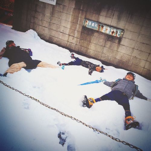 空地とあらば Winter Cold Temperature Snow Taking Photos Relaxing Real People