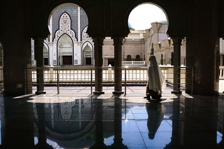One Person Only Women Religion Mosque Mosque Architecture Wilayah Persekutuan Mosque Indoors  Light One Woman Only Travel