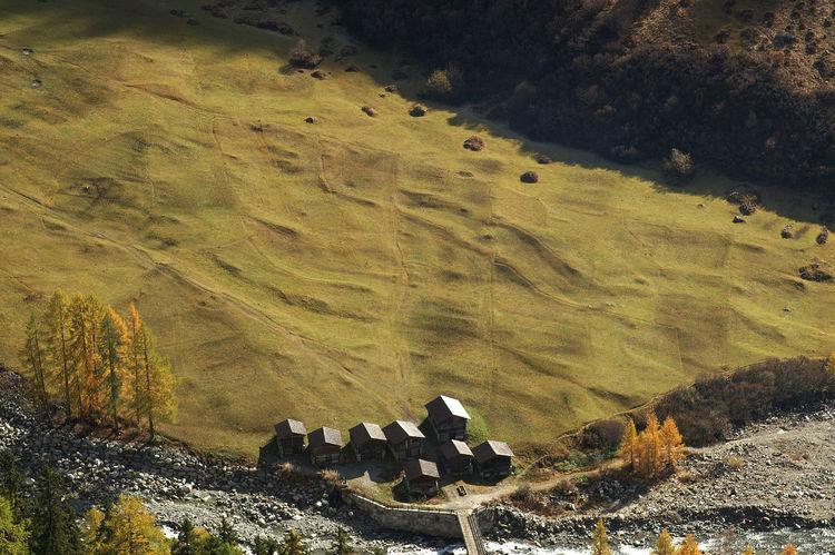 Herbst auf der Alpe Kühmad Alpe BACH Brücke Cottage Herbst Hütte Lötschental Schweiz Switzerland Switzerlandpictures Wallis Wasser Water Wiese
