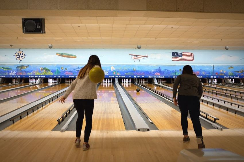 Competitive Sport Bowling Real People Rear View Lifestyles Men Indoors  Sport