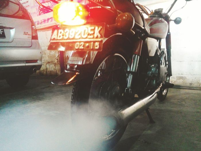 more smoke more health !!! Check This Out Cheese! Hello World Ride Boys Hi! OldbikeEnjoying Life Indonesian Street (Mobile) Photographie Classic That's Me Indonesia_photography Yamaha Motorcycles Vintage Smoke Yamahars100