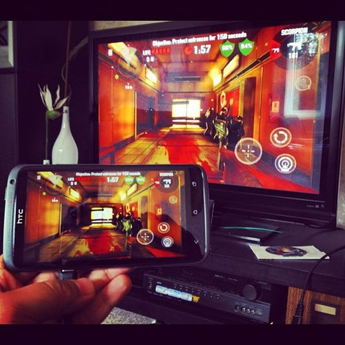 Playing Dead Trigger on TV. #HTC One X #THD HTC Thd