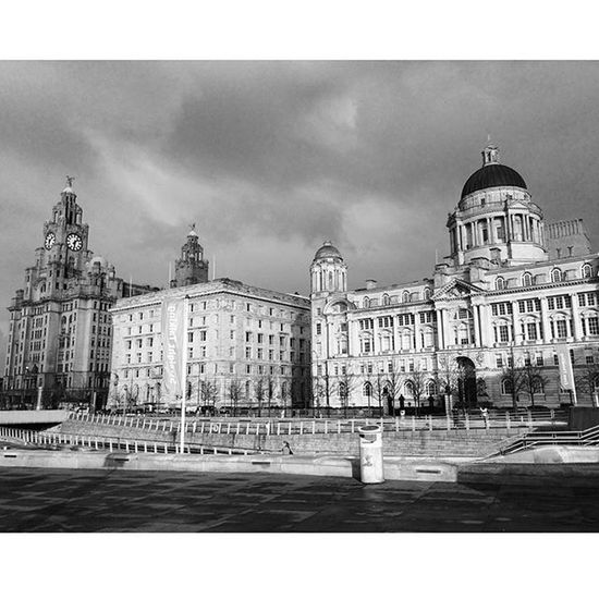Threegraces Liverpool Waterfront Liverbuilding  Blackandwhite Albertdock Sky Rivermersey