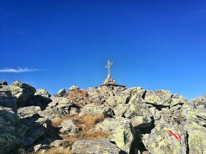 der Moment wenn man den Gipfel erreicht 😍 Outdoors Nature Happy Eyemphotography Wandern 🌄 Herbst Blue Clear Sky Mountain Sunlight Sky