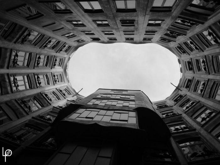 Architecture Barcelonnette Building Exterior Ciel City Day Immeuble Modern No People Noir Et Blanc Outdoors Sky Skyscraper