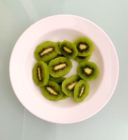 Kiwi - Fruit Food Fruit Still Life Food And Drink Kiwi Freshness SLICE Directly Above High Angle View Green Color Indoors  No People Close-up Plate Healthy Eating Dessert Sweet Food Ready-to-eat