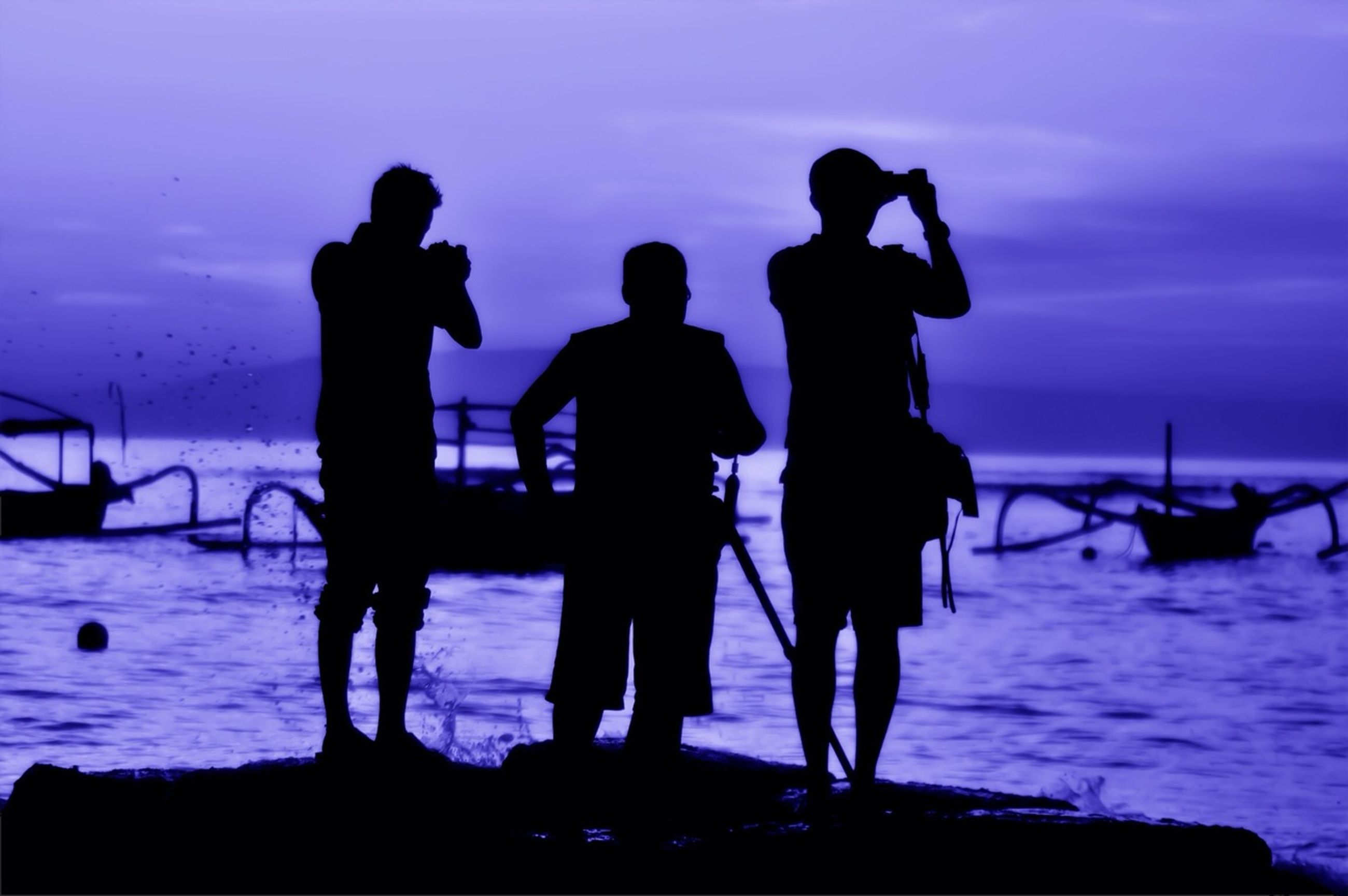 silhouette, togetherness, men, sunset, water, lifestyles, leisure activity, sea, person, sky, standing, bonding, friendship, medium group of people, enjoyment, beach, love