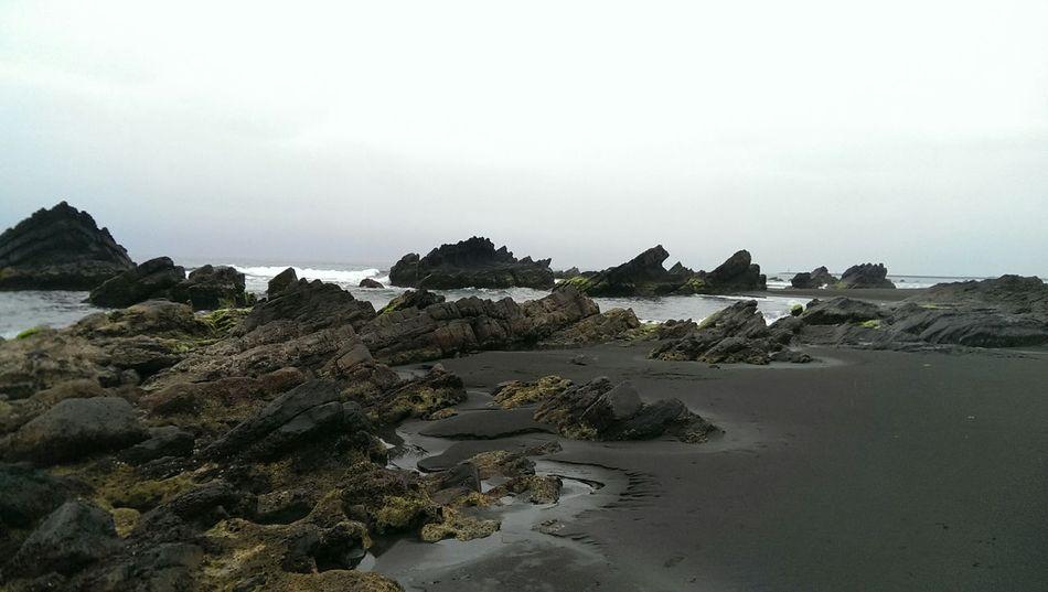 點燃你/妳早已千瘡百孔的堅強,而我會試著修補你/妳破碎的心。Enjoying Life Sea Taking Photos Life Pacific Ocean Taiwan Yilan, Taiwan 走向彼端