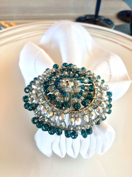 Luxury Jewelry Wealth Fashion No People Elégance Close-up Indoors  Precious Gem Day Napkin Napkin Holder Napkin Decoration Fancy Table Table Setting Table Decoration Luxurylifestyle  Luxurious Food And Drink Decoration