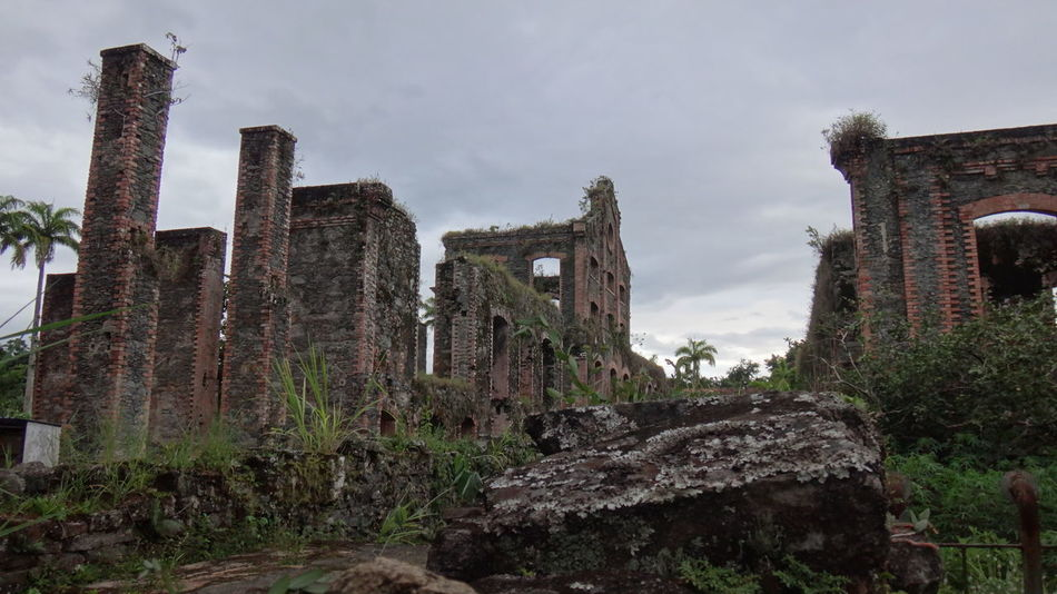 RUINAS ENGENHO BRACUI ANGRA DOS REIS RIO DE JANEIRO BRASIL Abandoned Ancient Architecture Arquitecture Building Exterior Built Structure Cloud - Sky Damaged Destruction Deterioration EyeEm Team Famous Place History Obsolete Old Old Ruin Ruinas Ruined Run-down Sky The Past Tourism Tower Travel Destinations Weathered