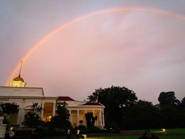 Rainbow at the right time Rainbow Architecture Travel Destinations HistoryLandscape Takenbyme Landscape_photography Indonesia_photography Landscape_Collection Photography Building Exterior Sky Outdoors Tree Bogor, Indonesia Bogor BogorPalace Skyporn Skyscape